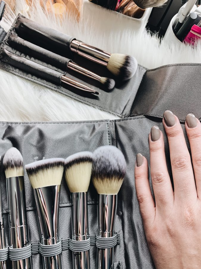 The best holiday gift sets from It Cosmetics - Makeup brush gift set.