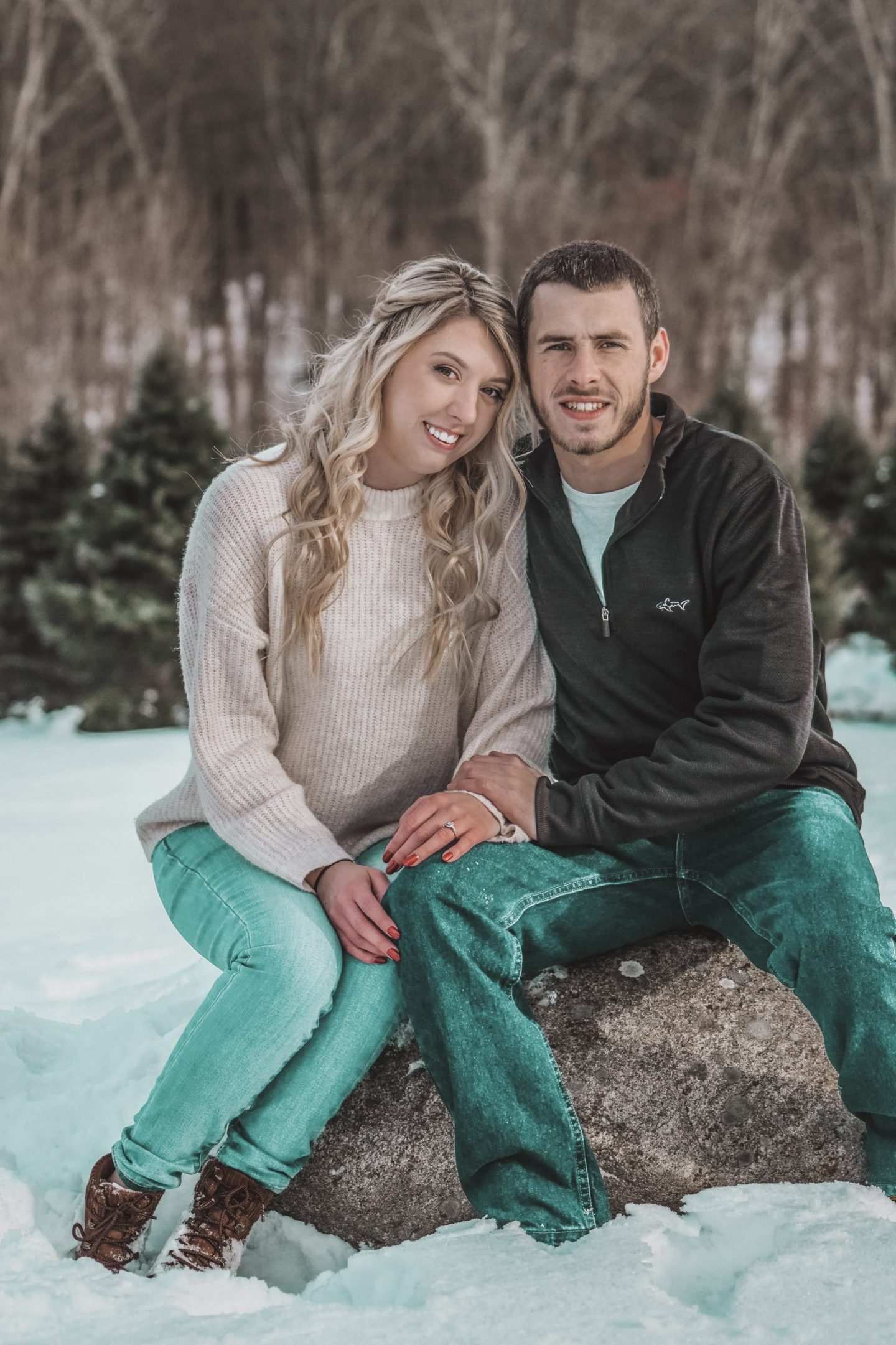 Winter engagement photo ideas.
