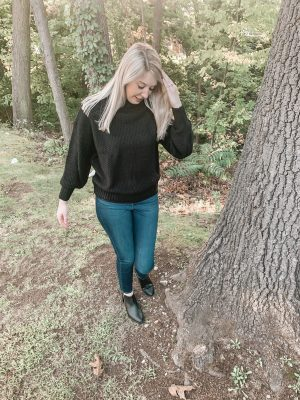 5 Fall outfits that you will love this season. Black comfy oversized Sweatshirt